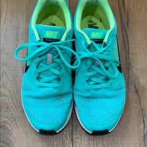 Nike running zoomfly 2 shoe green. Sz 8.5 women's